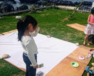 与論島、外でお絵描き